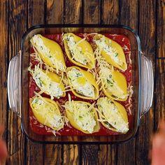 Gefüllte Pasta-Muscheln To bite: deliciously filled pasta shells. Creamy Pasta Recipes, Chicken Pasta Recipes, Healthy Pasta Recipes, Vegetable Recipes, Beef Recipes, Vegetarian Recipes, Star Pasta Recipe, Filled Pasta, Stuffed Pasta Shells