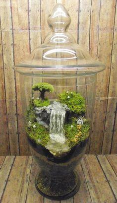 Incroyable énorme Terrarium cascade avec la maison de par GypsyRaku. OMG!! Waterfall terrarium.