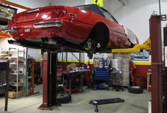 A car lift is an important piece of equipment that has to be safe, reliable and above all strong enough for your needs. With the choices available, buying the best car lift can feel complicated. 4 Post Car Lift, Garage Car Lift, Garage Shop, Garage House, Hydraulic Fluid, Hydraulic Cylinder, Hydraulic Pump, Car Hoist, Lifted Cars