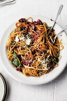 Yotam Ottolenghi's fettuccine with spiced cherry tomato sauce - YOU Magazine Yotam Ottolenghi, Ottolenghi Recipes, Healthy Recipes, Veggie Recipes, Pasta Recipes, Cooking Recipes, Cherry Tomato Sauce, Cherry Tomatoes, Vegetarian Dinners