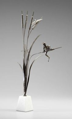 Frog and Dragonflies on Cattails Sculpture – tntCommodities.com