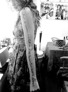 Faith Hill - Fireflies on Taylor Swift's arm at Milwaukee for her Speak Now concert!