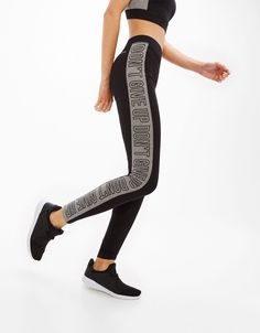 'Don't give up' sports leggings. Discover this and many more items in Bershka with new products every week