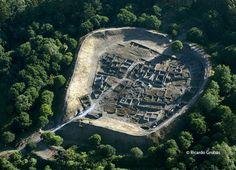 """Vista aérea del castro de Viladonga. (Fotografía del libro """"Galicia. Todo un mundo"""")."""