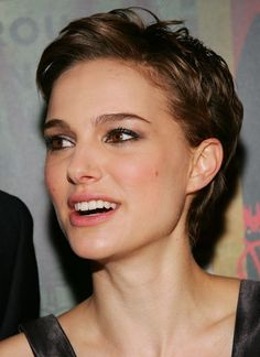 "Portman in Warner Bros. Premiere Of ""V For Vendetta"" - Arrivals Natalie Portman can wear a retro- pixie cut make it so ultra-feminine.Natalie Portman can wear a retro- pixie cut make it so ultra-feminine. Short Curly Hair, Short Hair Cuts, Curly Hair Styles, Pixie Cuts, Short Wavy Pixie, Asymmetrical Pixie, Super Short Hair, Pixie Hairstyles, Pretty Hairstyles"