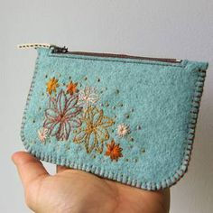 wool felt purse with hand embroidery Felt Crafts, Fabric Crafts, Sewing Crafts, Sewing Projects, Felt Projects, Felt Purse, Coin Purse Wallet, Felt Wallet, Coin Purses