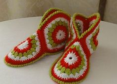 Ravelry: Hexagon Boot Slippers pattern by Priscilla Hewitt--can adapt to boots Crochet Slipper Boots, Crochet Slipper Pattern, Crochet Slippers, Knitting Patterns, Love Crochet, Crochet Granny, Crochet Baby, Hexagon Crochet, Booties Crochet