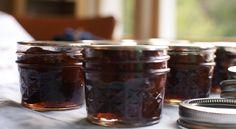 La ricetta della marmellata di fichi senza zucchero aggiunto, ideale per assaporare al meglio, anche in autunno, il sapore pieno della frutta estiva