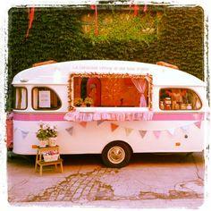 La caravana vintage de @UnaBodaOriginal UBO www.unabodaoriginal.es