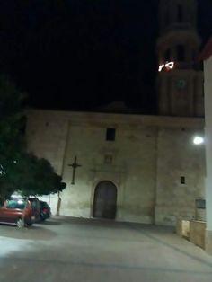 La estrella de la torre de la plaza de la iglesia encendida como cada año para que los Reyes Magos encuentren en su camino nuestro pueblo Crivillén y dejen muchos regalos para todos los crivillenenses