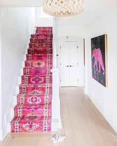 Perhaps the most exciting thing about my ongoing house renovations is the fact that I'm going to have a big, beautiful hallway with BUILT-… Pink Carpet, Carpet Colors, Interior Design Trends, Interior Inspiration, Design Entrée, Foyer Design, Staircase Design, Staircase Runner, Stair Runners