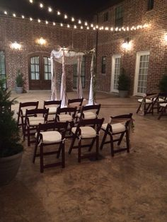 Nestled Among Forests Of Majestic Shade Trees Antique Rose Gardens And Serene Lakes Chandlers Wedding Event Venue Is An Ideal Destin