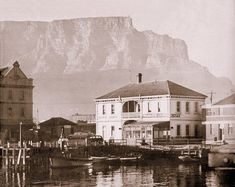 High resolution photos and images in picture galleries all around Cape Town and South Africa Old Pictures, Old Photos, Vintage Photos, Cities In Africa, V&a Waterfront, Cape Town South Africa, My Land, Most Beautiful Cities, Old Buildings