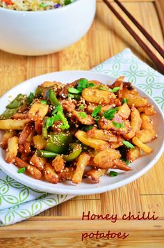 Sesame honey chilli potatoes recipe: Sweet and spicy indo chinese starter/side dish recipe with sesame seeds for added crunch,easy step wise recipe! Recipe @ http://cookclickndevour.com/sesame-honey-chilli-potatoes-recipe-easy-indo-chinese-recipes