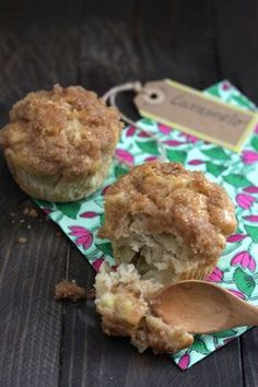 Muffins de manzana con crumble y salsa de caramelo