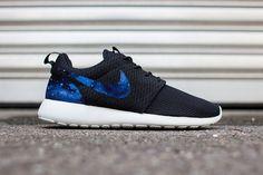 Galaxy Custom Nike Roshe Runs van KSMCustomKicks op Etsy