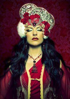 Gypsy Feather Fortune-teller. Garnet bride.
