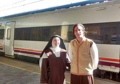 Dentro de las iniciativas turísticas con motivo del V Centenario, presentamos hoy esta del tren Teresa de Ávila. Los pasajeros disfrutan de una representación teatralizada en su viaje de Madrid a Á...