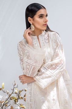 Simple Pakistani Dresses, Pakistani Fashion Casual, Pakistani Bridal Dresses, Pakistani Dress Design, Pakistani Outfits, Stylish Dresses For Girls, Stylish Dress Designs, Dress Neck Designs, Stylish Outfits