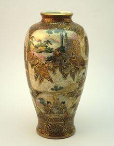 ANTIQUE LATE 19thC JAPANESE MEIJI (1868-1912) SATSUMA VASE, WITH SHIMAZU CREST