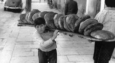 the history of bread in Greece Greece Pictures, Old Pictures, Old Photos, Vintage Photos, Open Shutters, Baguette, Greece Photography, Greek History, Light Of The World