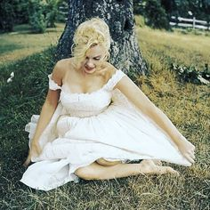 (Ad) Find Quality Wholesalers Suppliers Manufacturers Buyers and Products from Our Award-Winning International Trade Site. Wholesale Products from China Wholesalers at Aliexpress.com. -  #marilynmonroe #beautiful Marilyn Monroe Wedding, Rare Marilyn Monroe, Beautiful Person, White Wedding Dresses, White Dress, Flower Girl Dresses, Photo And Video, Lace, Instagram