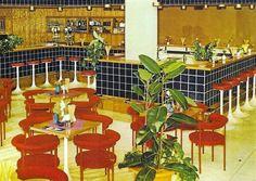 Rostock-Warnemuenmuende, Hotel Neptun Milch-Mokka-Eis-Bar 1982 - Foto: Darr