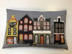 Puden med Amsterdamhuse er syet af min kursist Loa Hovman hos Tante Andante og blev færdig i marts 2017.
