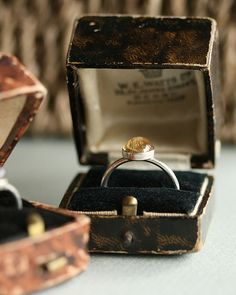 Love old ring boxes. It especially looks cool with a contemporary ring like this. Vintage Ring Box, Vintage Rings, Vintage Men, Vintage Jewelry, Old Rings, Antique Rings, Citrine Ring, Antique Boxes, Looks Cool