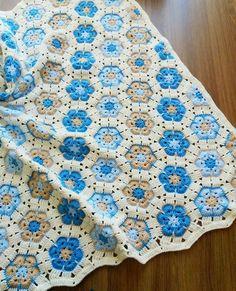 Battaniyem bitti...bu modele her rengin uyduğunu da görmüs oldum böylelikle cok tatli bir annenin cok tatli melegi icin yola düsecek...benim dualarimi da yanina alarak.. #örgüfikirleri#örgü#tığ isi#crochet#crochetblanket#crochetbabyblanket#bebekbattaniye#bebekbattaniyesi#örgübattaniye#colorful#10marifet#hanimelindenorgu#battaniye#colorful#love#handmade#bebekhediyesi#bebekhazirligi#bebekçeyizi#crochetersoftinstagram#africanflower#crochetaddict#craftastherapy