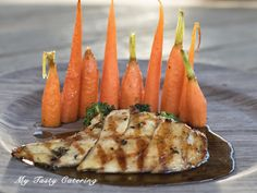 grilled chicken breast topped w/ honey glaze & served w/ roasted carrots, & steamed broccoli