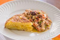 Esqueixada é um prato catalão muito apreciado, em especial para os dias quentes de verão. Preparada com o bacalhau dessalgado e cru, os temperos mesclados a este como que cozinham o bacalhau, assim como acontece ao ceviche.