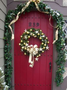 Christmas Doors & Porches - Some Beautiful Ideas. Check out this site!!!