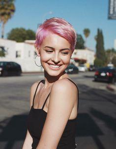Cute Pixie Haircuts, Pixie Hairstyles, Cool Hairstyles, Hairstyle Ideas, Hair Color Pink, Pink Hair, Pink Short Hair, Purple Pixie, Short Pixie