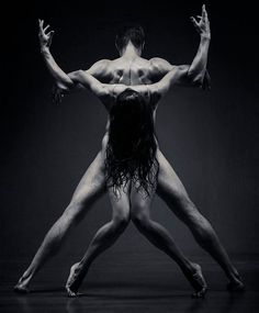 Sculptor Tries Photographing Dancers, And The Result Is Mindblowing