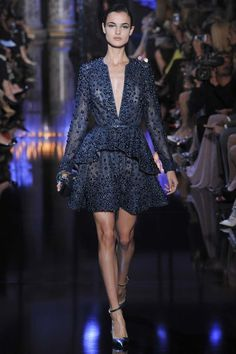 Elie Saab - Haute Couture Fall Winter - Shows - Vogue. Elie Saab Couture, Haute Couture Paris, Couture Mode, Style Couture, Couture Fashion, Runway Fashion, Couture 2015, Street Fashion, Look Fashion