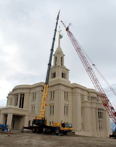 http://paysonchronicle.blogspot.com/2013/10/angel-moroni-statue-securely-in-place.html