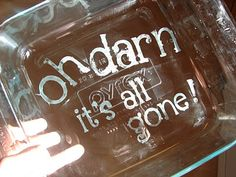 Etch funny sayings onto the bottom of your glass pans. Vinyl Projects, Fun Projects, Project Ideas, Craft Gifts, Diy Gifts, Free Gifts, Foto Transfer, Silhouette Cameo Projects, Cricut Creations