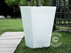 Beautiful and modern Italian produced planter in anti-shock, light weight, UV- and weather resistant, recyclable plastic. Realistic natural stone look. Natural Stones, Recycling, Planters, Patio, Modern, Outdoor, Beautiful, Pink, Outdoors