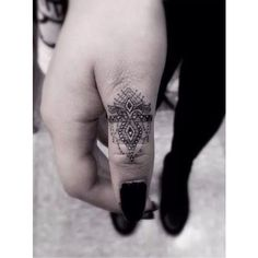 Finger Tattoos ❤ liked on Polyvore featuring accessories and body art