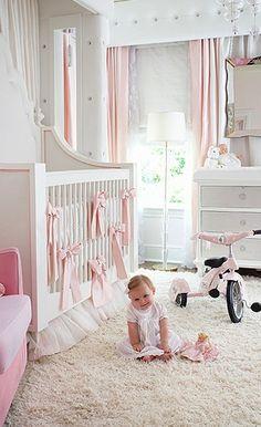 La combinaison rose et blanc peut faire une chambre bébé super illuminée !  #GaspardetZoe
