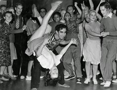 Lindy Hop or Jitterbug Rock Roll, Rock And Roll Dance, 1950s Rock And Roll, Pink Martini, Lindy Hop, Rock Lee, Louis Armstrong, Bailar Swing, Mega Series