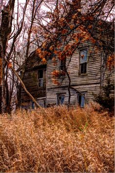 Old Farm House. I'd love to explore this old house. Haven't come across a new abandoned house in a while.