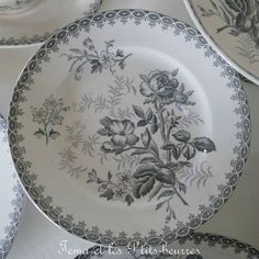 quenalbertini: Grey and white dinnerware Grey Dinnerware, China Dinnerware, White Cottage, Cozy Cottage, Grey Plates, Touch Of Gray, Victorian Cottage, Grey Houses, Vintage Plates