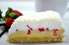 Torte mit Kondensmilchcreme, Erdbeeren und Schlagsahne ohne Backen | Top-Rezepte.de