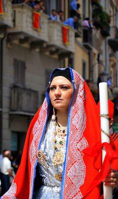 Sant'Efisio: costume tradizionale di Cagliari / Cagliari, traditional dress | by Bahia68 via Flickr #sardinia #sardegna