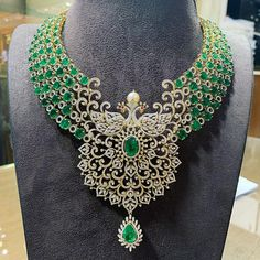 Such Majestic Diamond Elegance is portrayed in each and every sphere of this Outstandingly Gorgeous Beauty that we just can't take our… Diamond Bracelets, Diamond Jewelry, Gold Jewelry, Diamond Choker, Indie, Necklace Designs, Indian Jewelry, Wedding Jewelry, Fine Jewelry