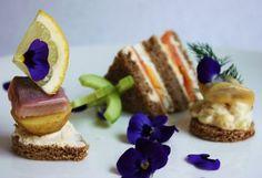 Uotilan kalasapakset, eli pienet syötävät on koottu kesän perinteisistä kalapöydän herkuista. Sapakset uiskentelevat mielellään aina juhlista illanistujaisiin! French Toast, Breakfast, Food, Morning Coffee, Eten, Meals, Morning Breakfast, Diet