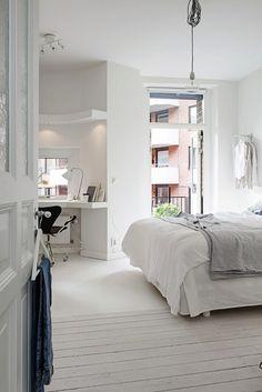 Un intérieur blanc. www.clemaroundthecorner.com. Une chambre toute blanche décoration intérieur architecture d'intérieure style scandinave minimaliste epuré