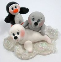 Baby Seals and Penguin by ~HeartshapedCreations on deviantART - models fo clay art Polymer Clay Ornaments, Polymer Clay Figures, Polymer Clay Animals, Cute Polymer Clay, Fimo Clay, Polymer Clay Charms, Polymer Clay Projects, Clay Crafts, Reno Animal